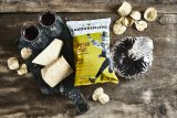 Savoursmiths potato crisps - parmesan and port 40 g